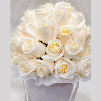 tranquil blooms Champagne Roses White Box 1